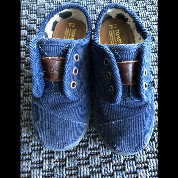 721b6d320a3 Toms kids corduroy sneakers in navy size 8. M 5ace561f3316279708585a2c